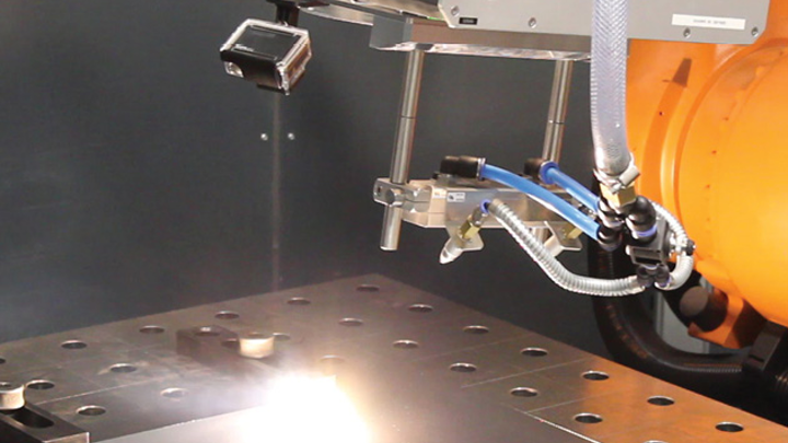 FIGURE 1. Demonstration of 3D on-the-fly welding with omnidirectional seam tracking.
