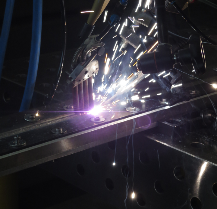 Laser welding of steel on aluminum with high sheet thicknesses for shipbuilding is shown.