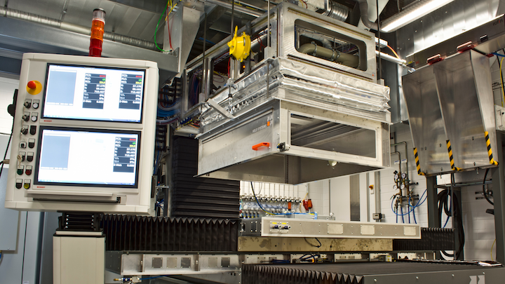 The Multi Remote System (MuReA) by Fraunhofer IWS welds, cuts, and structures components on a large scale and productively with high-power lasers. The resulting particles and emissions are safely extracted. CO2 snow blasting automatically cleans the machined surfaces directly after the laser process.