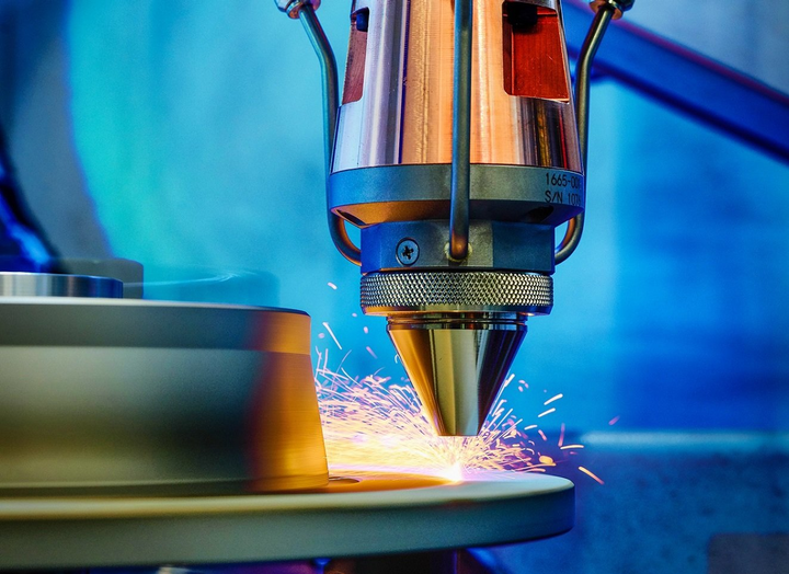 Coating a brake disc with the EHLA process is shown in action.